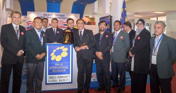 Mahmud Abbas Received The Jewels Of Muslim World Award
