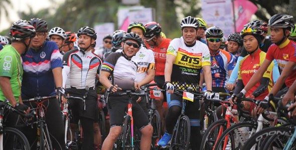Azmin Ali Feels The Challenge And Excitement Of Pulau Indah 180 2017