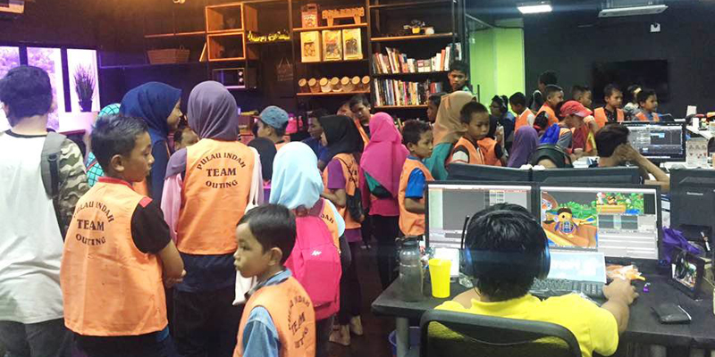 School Holiday Program With Underprivileged Students And Children Of Pulau Indah