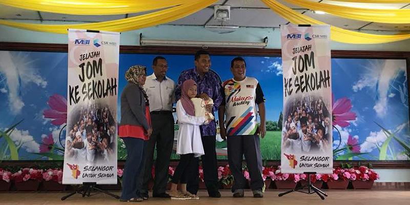 School Uniform For The Underprivileged Pupils In Pulau Indah