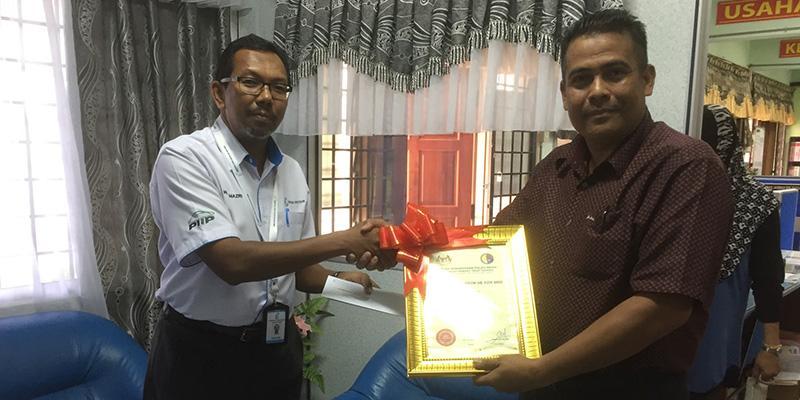 Helping Underprivileged People In Pulau Indah