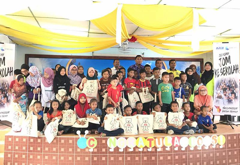 School Uniform For The Underprivileged Pupils In Pulau Indah