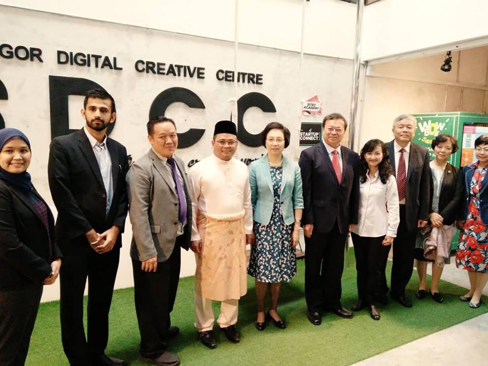 Build Rapport With Shanghai Delegation
